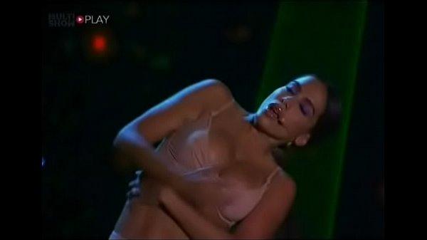 Cantora Anitta mostrando os peitos