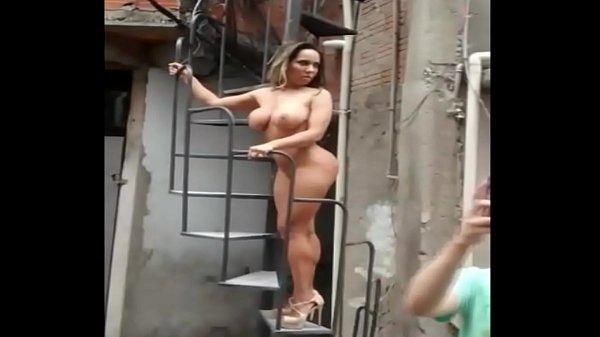 Mulher Melão Pelada na Favela http://www.luxuriaseprazer.blogspot.com.br/
